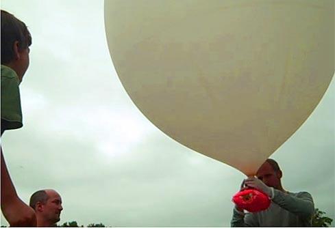 NOTÍCIAS CIENTÍFICAS - ASTRONOMIA - PÓLOS MAGNÉTICOS - Página 2 Balao_meteorologico_brooklyn_space_program