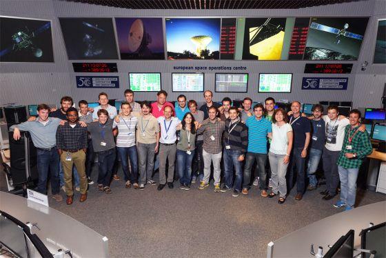 Equipe de controladores na sala de operações da missão Rosetta