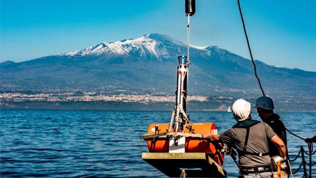 Cientistas instalam sensores proximo ao flanco sudeste do Monte Etna