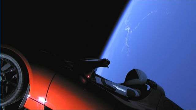 Starman a bordo do veiculo Tesla Roadster