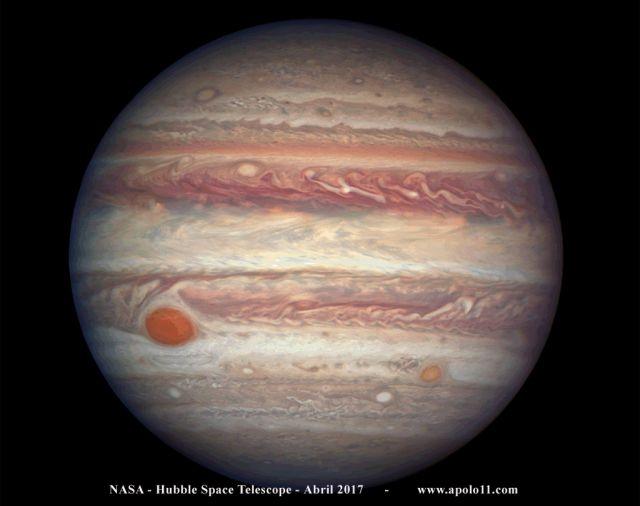 Planeta Júpiter e a Grande Mancha Vermelha, registrada pelo Telescópio Espacial Hubble, em abril de 2017. Compare o tamanho e as feições da GMV com a registrada pelo astrônomo amador David Maia Santos, abaixo.