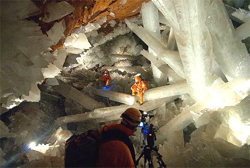 http://www.apolo11.com/imagens/etc/cavernas_cristais_gigantes_2.jpg